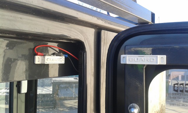 Ekskavaatori ukste valve